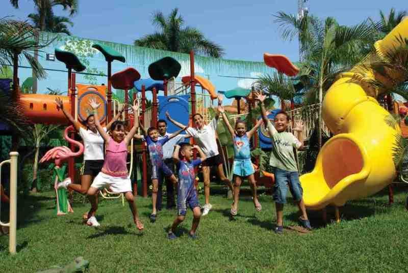 Hotel Azul Ixtapa Actividades para niños. Variedad de actividades divertidísimas, juegos interactivos, fiestas tema, mini cancha de fútbol, video juegos en el Hotel Azul Ixtapa