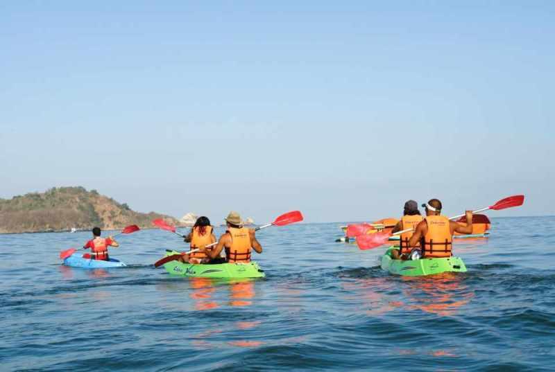 Actividades acuáticas del Hotel Azul Ixtapa. Los deportes acuáticos no motorizados son parte del programa de actividades del Hotel Azul Ixtapa, tales como el Kayak
