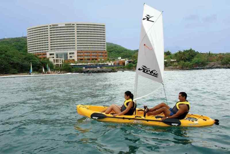 Punto Náutico del Hotel Azul Ixtapa. Los deportes acuáticos no motorizados son parte de nuestro programa de actividades, disfrute de ellos experimentando nuevas aventuras frente a la isla de Ixtapa