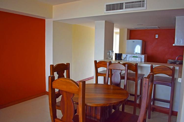 Departamentos al interior del Hotel Tesoro Ixtapa. Departamentos en Hotel Tesoro Ixtapa con alberca. Departamentos en Hotel Tesoro Ixtapa con cocina. Departamentos en Hotel Tesoro Ixtapa con vista al mar. Departamentos en Hotel Tesoro Ixtapa con 2 recámaras. Departamentos en Hotel Tesoro Ixtapa con acceso a la playa