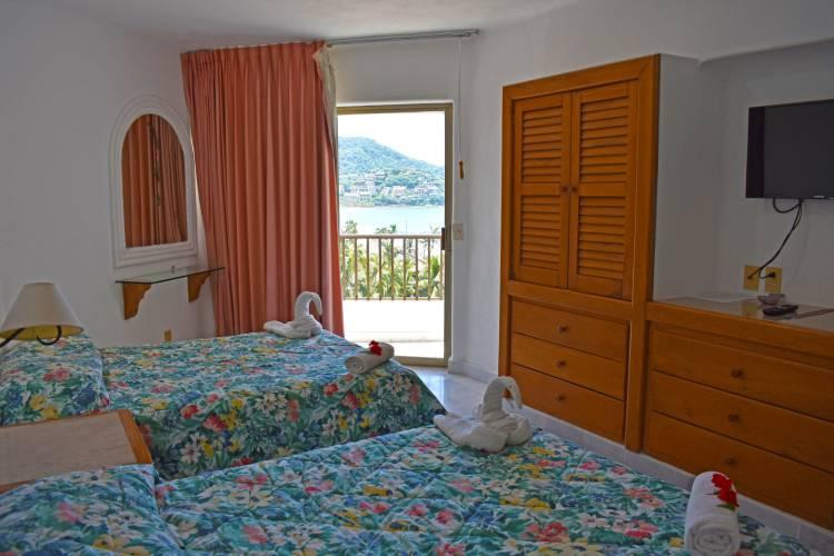 Habitaciones Vacacionales en Ixtapa Zihuatanejo. Habitaciones Vacacionales en la playa en Ixtapa Zihuatanejo. Habitaciones con alberca en Ixtapa Zihuatanejo. Habitaciones con vista al mar en Ixtapa Zihuatanejo. Habitaciones privadas en Ixtapa Zihuatanejo. Habitaciones privadas en Hotel Tesoro Ixtapa. Habitaciones con cocina en Ixtapa Zihuatanejo