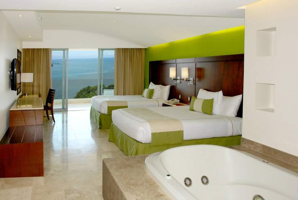 Hotel Azul Ixtapa Grand Habitaciones Dobles, ideales para familias, con vista a la Isla de Ixtapa, jacuzzi y terraza, TV Cable, Aire Acondicionado. Azul Ixtapa Grand