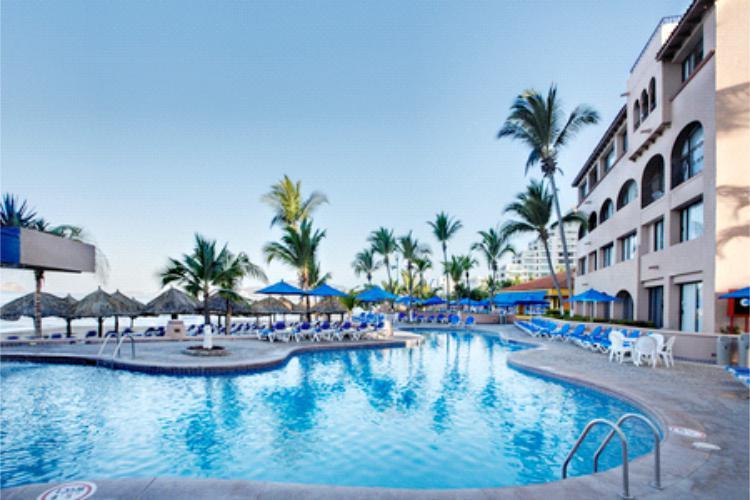 Disfrute de las Albercas y Piscinas en su paquete TODO INCLUIDO en el Hotel Barceló Ixtapa