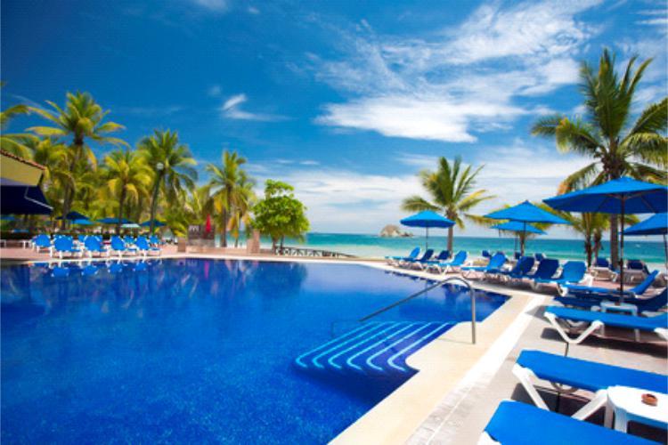 El Hotel Barceló Ixtapa cuenta con 3 albercas de primer nivel familiares, una de ellas con hidromasaje y una infantil