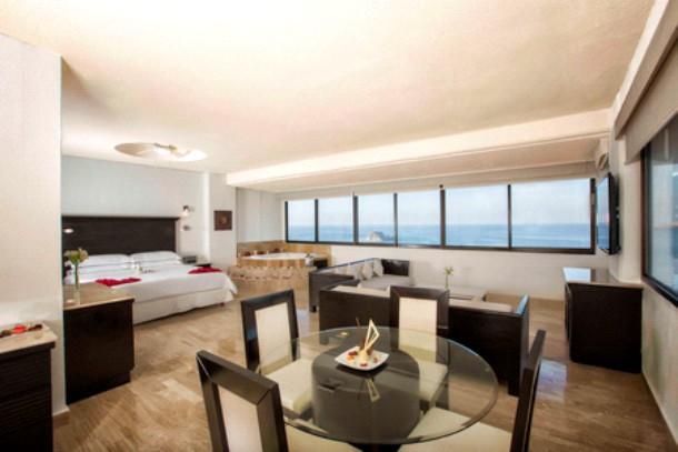 Suite Gobernador en el Hotel Barceló Ixtapa, máximo lujo con jacuzzi, vista al mar, ideal para parejas que celebran su boda o aniversario en el Hotel Barceló Ixtapa