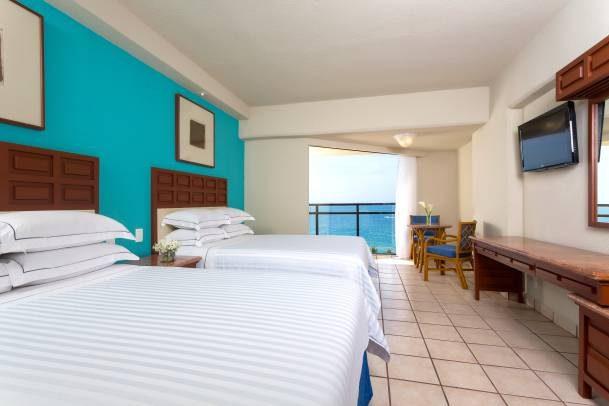 Hotel Barceló Ixtapa Habitación Superior Vista al Mar para 4 personas (posibles combinaciónes): 4 adultos; 3 adultos y 1 niño; 2 adultos y 2 niños en el Hotel Barceló Ixtapa