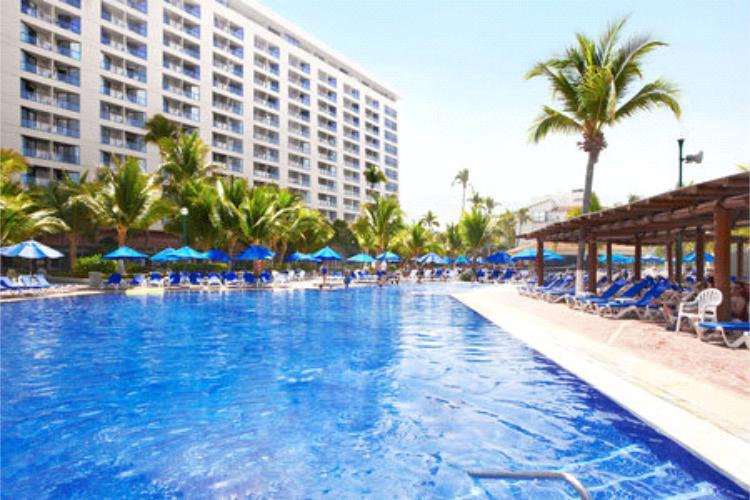 Hotel Barceló Ixtapa Piscinas de lujo para disfrutar en sus próximas vacaciones en el Hotel Barceló Ixtapa Todo Incluido