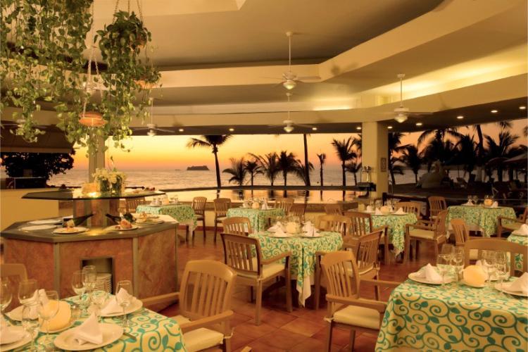 Restaurante Seafood es un magnífico restaurante que ofrece una exquisita variedad de platos a base de pescado y marisco preparados al estilo mediterráneo en el Barceló Ixtapa
