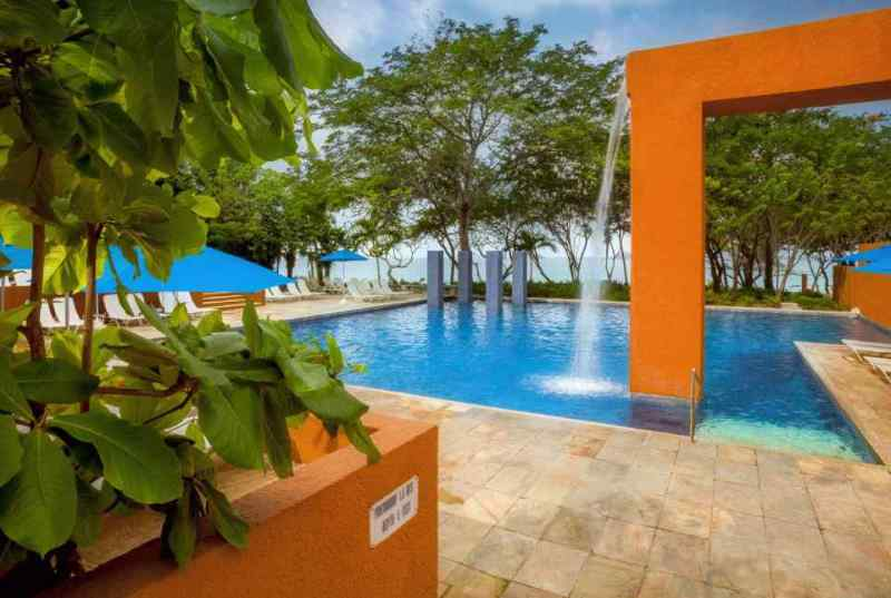 El Hotel Brisas Ixtapa ofrece 4 albercas al aire libre y 4 canchas de tenis con iluminación son los lugares perfectos para divertirse en sus próximas vacaciones en el Hotel Brisas Ixtapa