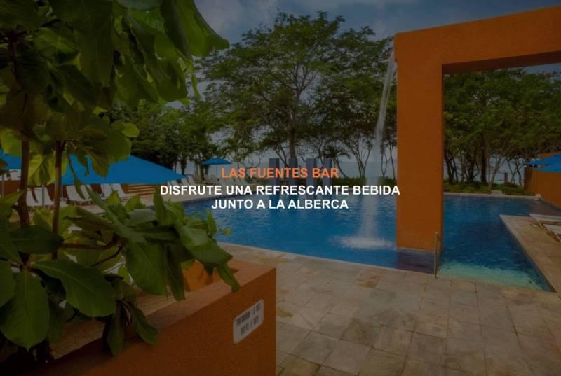 Bar Las Fuentes en el Hotel Brisas Ixtapa: Disfrute del sol junto a la alberca con una refrescante bebida