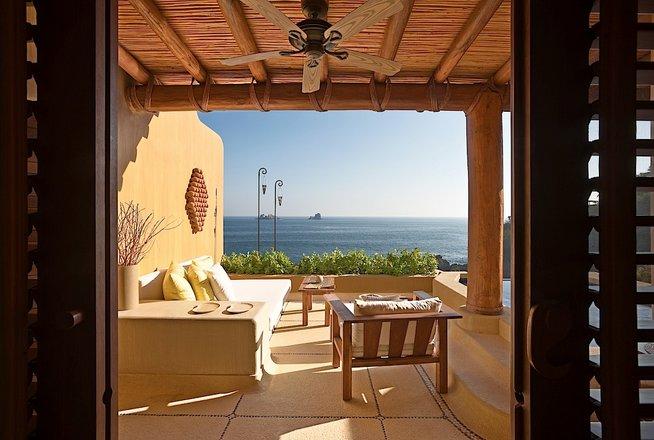 Hotel Cala de Mar Ixtapa Cuartos Ideales para una familia, estas lujosas Suites con dos habitaciones con auténtico estilo mexicano
