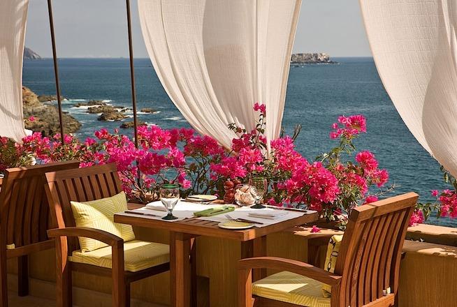 Hotel Cala de Mar Ixtapa Todo Incluido: Los huéspedes pueden disfrutar de los restaurantes A Mares, Las Rocas, Seafood Market y Terrace Bar