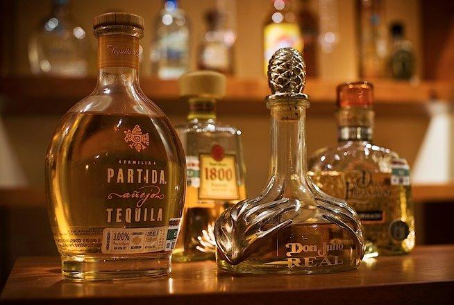 Hotel Cala de Mar Ixtapa Todo Incluido: servicio completo de barra de bebidas y la más grande selección de Tequilas añejos en el Hotell Cala de Mar Ixtapa