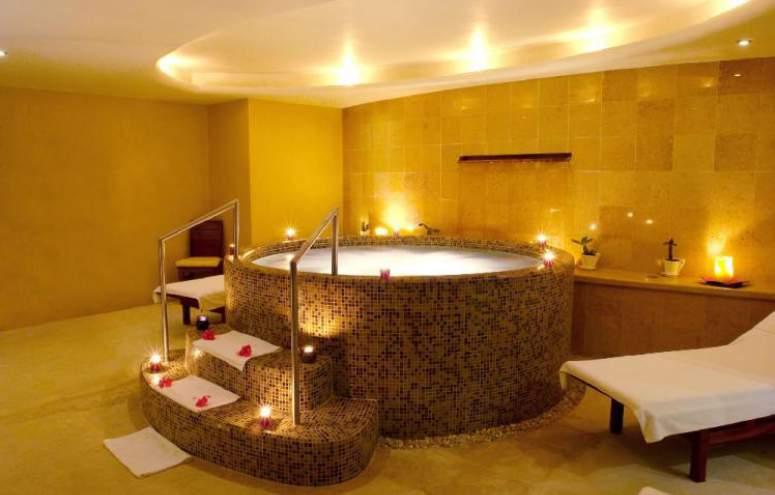 Hotel Emporio Ixtapa Todo Incluido: Masajes y Spa, Dentro de nuestras elegantes instalaciones podrás disfrutar del jacuzzi, sauna o vapor, así como las cabinas para faciales y tratamientos