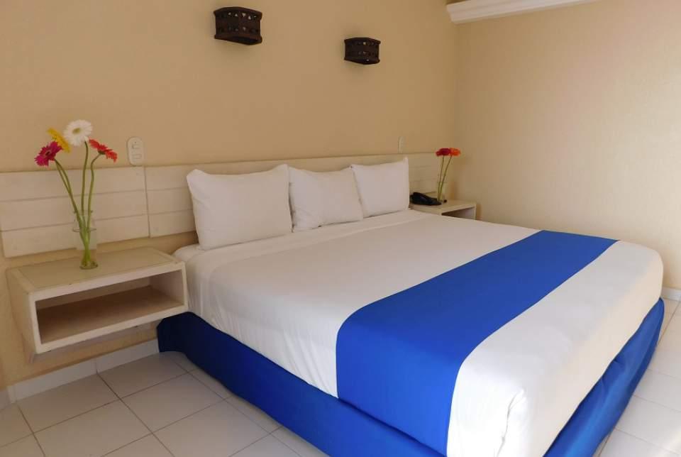 Confort y versatilidad, así son las habitaciones Estándar del Hotel Fontan Ixtapa. Con espacio para alojar entre 2 y 3 personas, con camas dobles o King, TV de pantalla plana. Disfrute de los cuartos del Hotel Fontán Ixtapa