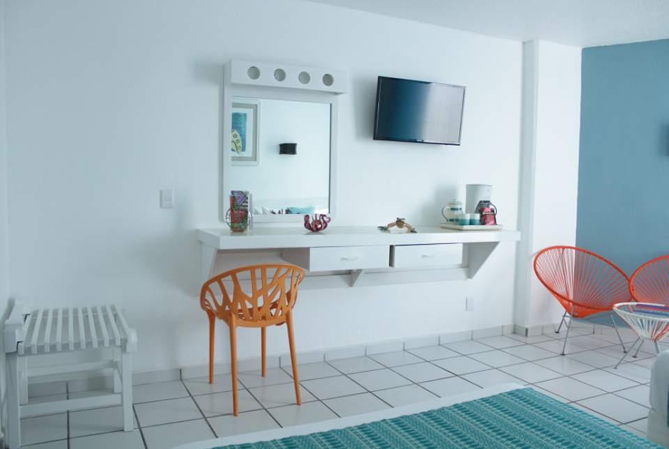 Las habitaciones Superior Plus del Hotel Fontán Ixtapa se encuentran completamente remodeladas y disponen de espacio para 2 y 3 personas, teléfono, TV de pantalla plana y baño propio completo