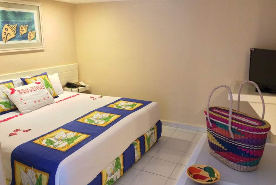 Con terraza privada, baño completo con tina y unas vistas al mar únicas en Ixtapa Zihuatanejo, reservando una de los 11 pent-house del Hotel Fontan Ixtapa