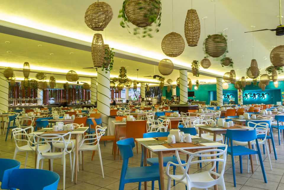 Restaurante Real Palapa del Hotel Fontán Ixtapa está dedicado a la cocina internacional con toques de gastronomía mexicana. Con desayunos, almuerzos y cenas elaborados siempre con productos de primera calidad, permite disfrutar de un restaurante buffet realmente variado y de alta calidad en Ixtapa Zihuatanejo
