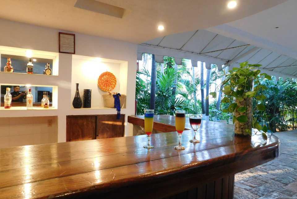 Lobby Bar del Hotel Fontán Ixtapa. Te invitamos a conocer este bar de estilo retro & contemporáneo, rodeado de áreas verdes y naturaleza en Ixtapa Zihuatanejo