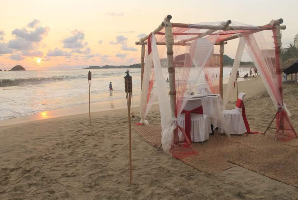 Hotel Fontán Ixtapa Todo Incluido. Bodas y Eventos en el Hotel Fontán Ixtapa con cargo extra. Realiza una boda espectacular a la orilla de la playa el palmar con el Hotel Fontán Ixtapa, con antorchas y un atardecer que te hará soñar en Ixtapa Zihuatanejo