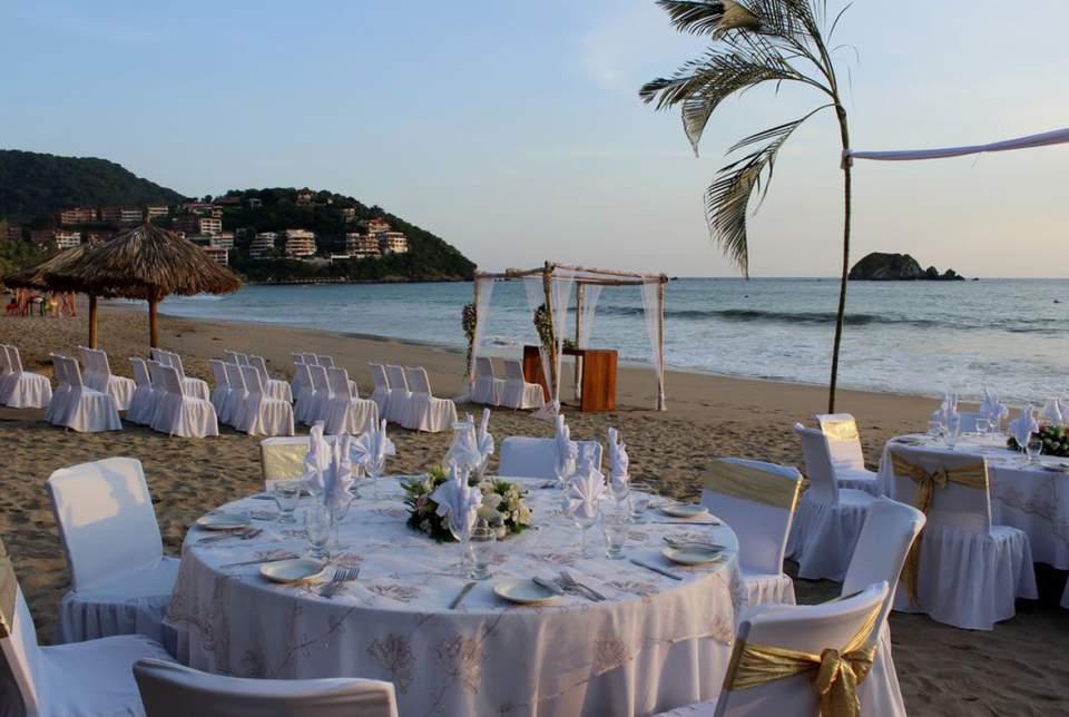 El Hotel Fontán Ixtapa ofrece todo lo necesario para tus eventos sociales y dispone de espacio hasta para 150 invitados sobre la playa o bien en salón hasta para 1,000 personas en Ixtapa Zihuatanejo