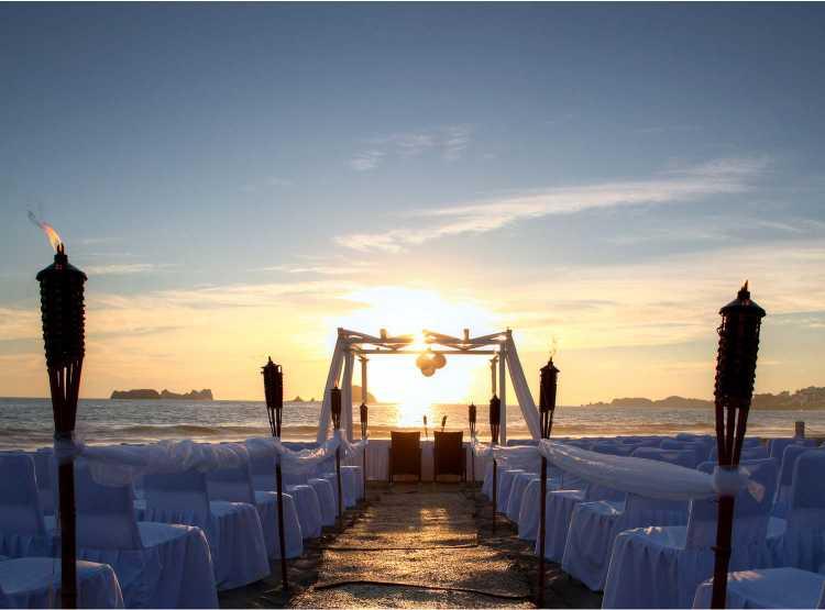 Hotel Holiday Inn Ixtapa Grupos y Convenciones: cuenta con espacios flexibles y distintos servicios que harán de su evento un éxito
