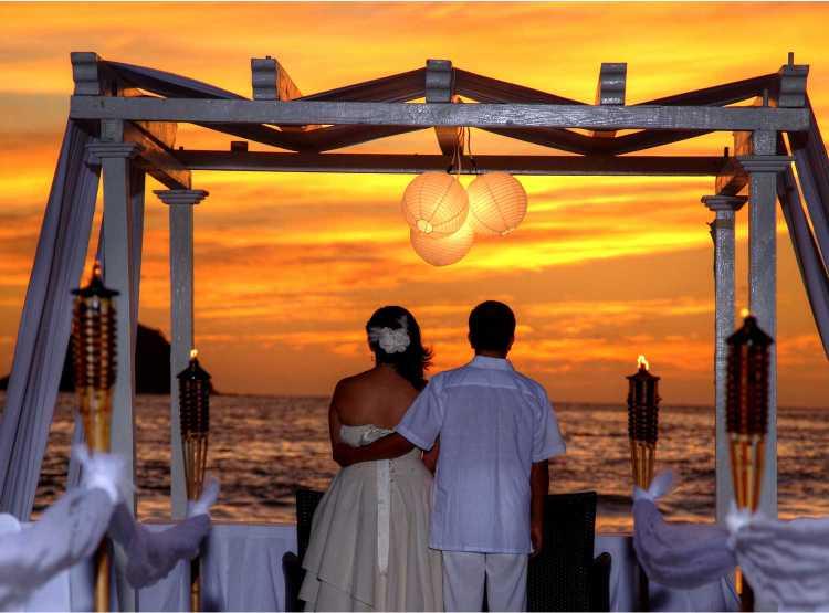El lujoso Hotel Holiday Inn Ixtapa es ideal para celebrar su boda en las playas de Ixtapa Zihuatanejo