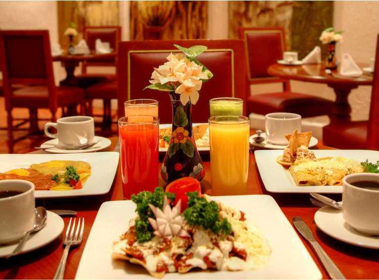 Hotel Holiday Inn Ixtapa Todo Incluido, nuestro restaurante tipo buffet ofrece Desayuno, Almuerzo, Cena en su paquete todo Incluido en el Hotel Holiday Inn Ixtapa