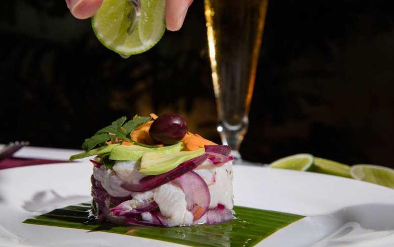 Hotel Krystal Ixtapa Restaurantes, Seleccionados platillos en especialidades del mar con una magnifica vista al océano pacifico