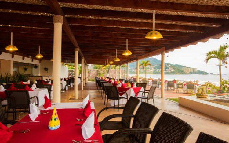 Hotel Krystal Ixtapa Restaurante Parrillada Las Velas, Seleccionados platillos en especialidades del mar con una magnifica vista al océano pacifico, nueva iluminación , nuevo mobiliario, sonido envolvente y una nueva palapa