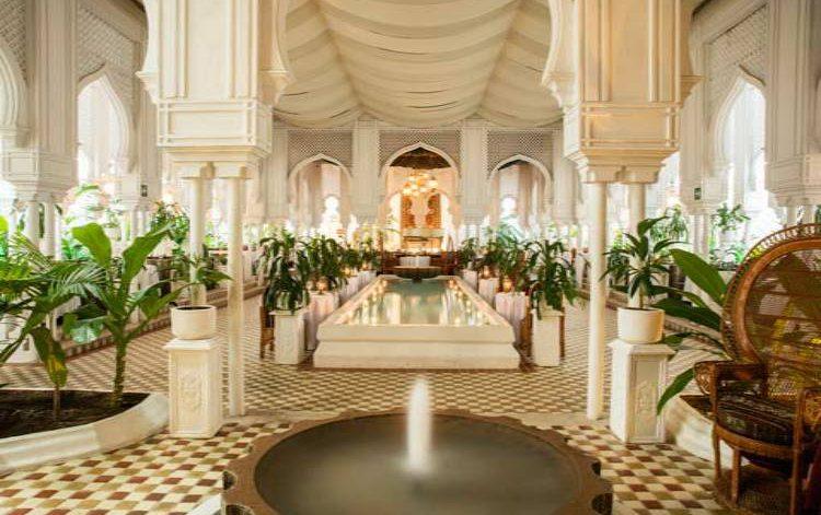 Hotel Krystal Ixtapa Restaurant Bogart's Disfrute lo mejor de la comida internacional, con música de piano en vivo y un ambiente romántico y exótico, de uno de los más memorables clásicos del cine
