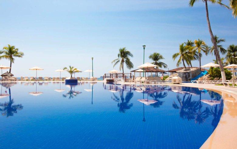 Hotel Krystal Ixtapa Todo Incluido: Alberca para niños, Piscina principal con tobogán, Palapas en la playa