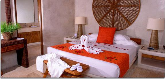 """Hotel Pacífica Ixtapa. Las suites Pacífica Golf son espacios diseñados para que disfrute de la vista al espectacular campo de golf """"El Palmar"""" en Ixtapa Zihuatanejo"""