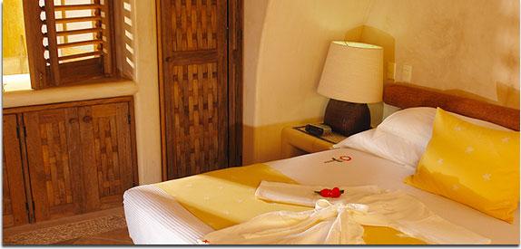 """Hotel Pacífica Ixtapa. Las suites Pacífica Golf son espacios diseñados para que disfrute de la vista al espectacular campo de golf """"El Palmar"""" y para que, en una ambiente totalmente confortable, descanse entre la naturaleza."""