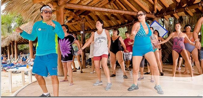Hotel Pacífica Ixtapa Todo Incluido. Se ofrecen servicios adicionales como: 4 canchas de tenis profesionales, bar móvil, 2 canchas de paddel tenis, campo de golf