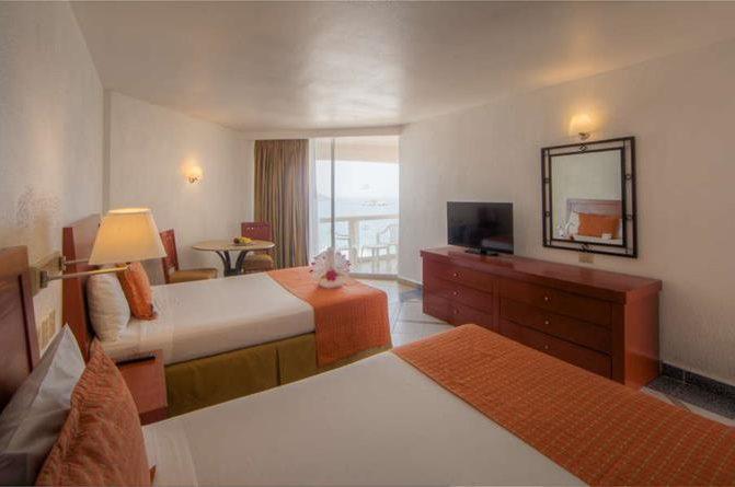 Hotel Park Royal Ixtapa Cuartos. Habitación Romance: Esta agradable habitación con vista al mar es ideal para enamorados que desean un ambiente privado de descanso en sus vacaciones en Ixtapa Zihuatanejo