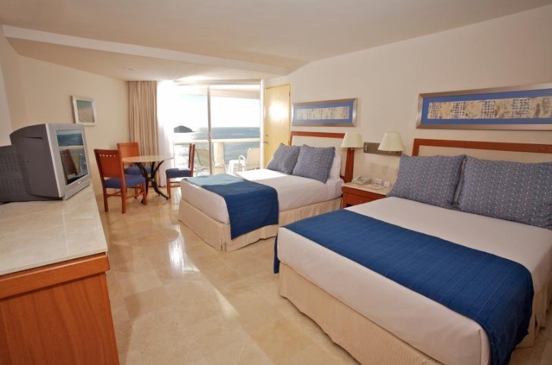 Hotel Park Royal Ixtapa Cuartos. Habitación Estándar Superior vista al mar. Disfruta de la vista al mar y de increíbles atardeceres desde la comodidad de tu habitación. 2 camas matrimoniales o 1 king size