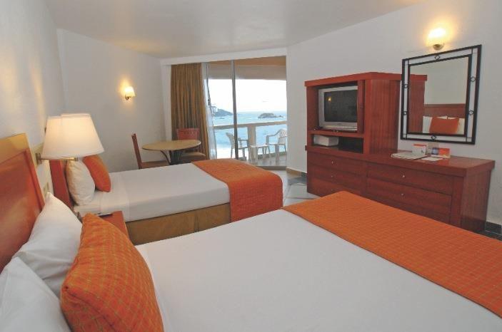 Habitación Estándar Superior vista al mar en el Hotel Park Royal Ixtapa, cuenta con 2 camas matrimoniales o 1 king size, ideal para 4 personas. Reserva tus vacaciones en Ixtapa Zihuatanejo Todo Incluido