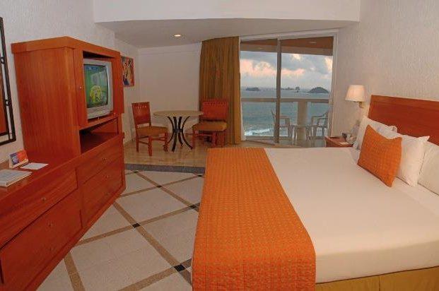Hotel Park Royal Ixtapa Habitaciones equipadas con modernos servicios y amenidades. Incluye una decoración especial, fresas con chocolate y una botella de vino espumoso, ideal para celebrar bodas y aniversarios en Ixtapa Zihuatanejo