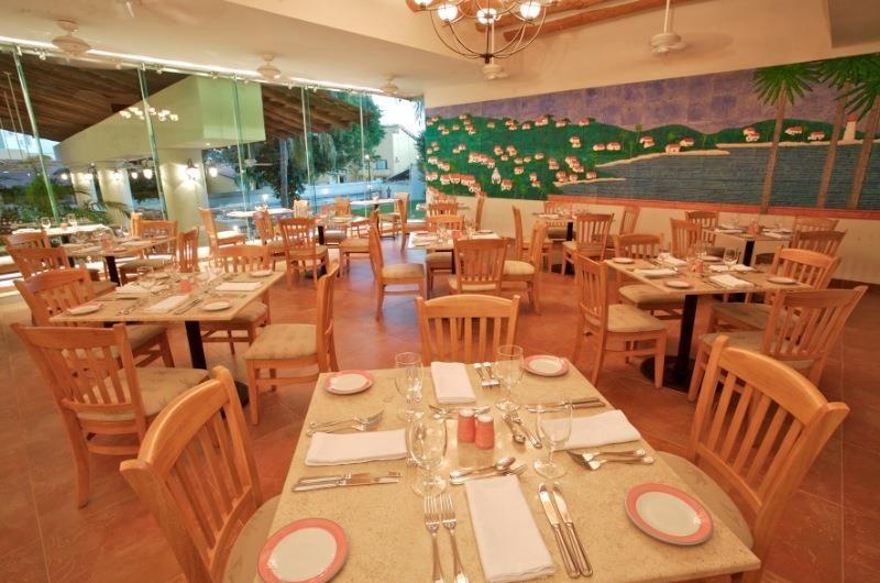 Hotel Park Royal Ixtapa Restaurante La Veranda. En este casual restaurante te espera un sabroso buffet por la mañana y cenas temáticas por la noche con delicias mexicanas, tex-mex, orientales, Internacional, guerrerense o italiana