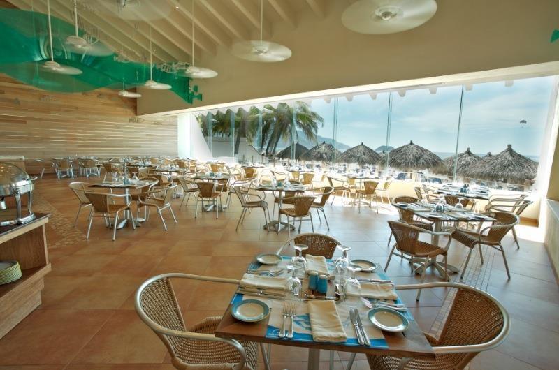Hotel Park Royal Ixtapa Restaurante El Pescador (Buffet y a la carta). Saborea ensaladas, mariscos, pescados y postres disfrutando de una vista espectacular del océano Pacífico