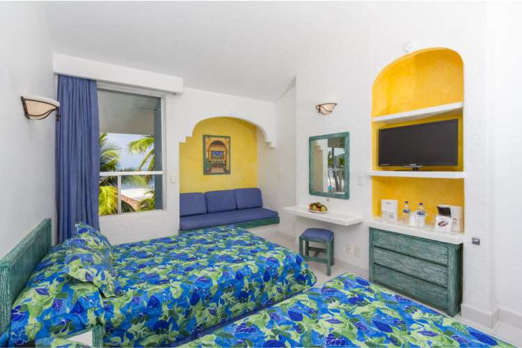 Hotel Posada Real Ixtapa Cuartos con vista al mar en Playa El Palmar Ixtapa, con 2 camas matrimoniales, ideales para 4 personas