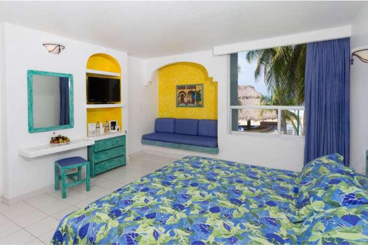 Hotel Posada Real Ixtapa Habitación con cama king size, ideales para parejas que celebran su boda o aniversario en Ixtapa Zihuatanejo. Si buscas hoteles económicos, el Hotel Posada Real Ixtapa es una excelente opción