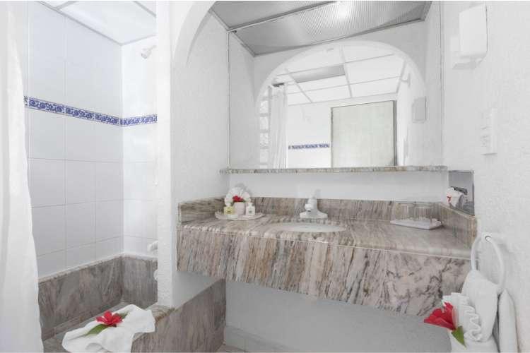 Hotel Posada Real Ixtapa Habitaciones para 4 personas con 2 camas matrimoniales, pantalla plana, TV cable, aire acondicionado, alberca, acceso a Playa El Palmar en Ixtapa Zihuatanejo Todo Incluido