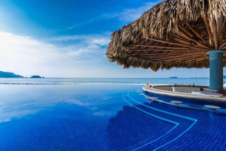 Hotel Posada Real Ixtapa Restaurantes, Alimentos y bebidas en el plan todo incluido, disfruta de nuestros restaurantes tipo buffet de cocina internacional. Bebidas incluidas en nuestros bares