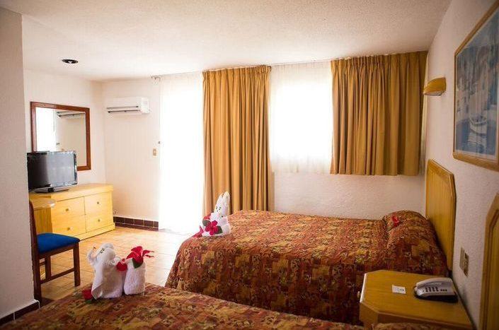 Hotel Qualton Club Ixtapa cuenta con 154 cómodas habitaciones con dos camas matrimoniales o una cama king size, capacidad para un máximo de 4 personas (Dos adultos, dos niños)
