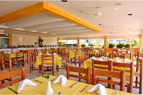 Hotel Qualton Ixtapa Restaurantes. Disfruta de nuestro amplio Restaurante Villalinda en donde podrás degustar de la barra de buffet para el desayuno, comida y cena