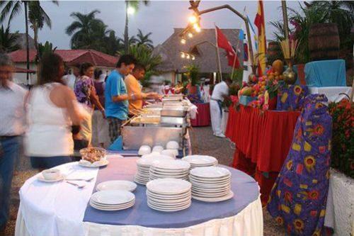 Hotel Qualton Ixtapa Restaurantes. Disfruta cerca del mar de los diversos snacks preparados en nuestro Snack Bar Jalapeños