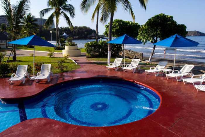 Hotel Qualton Ixtapa Todo Incluido. Actividades: Recorrido en Bicicleta, Recorrido en Kayak, Acuaerobics, Shows nocturnos, Tenis, Voleibol, Waterpolo, Zumba