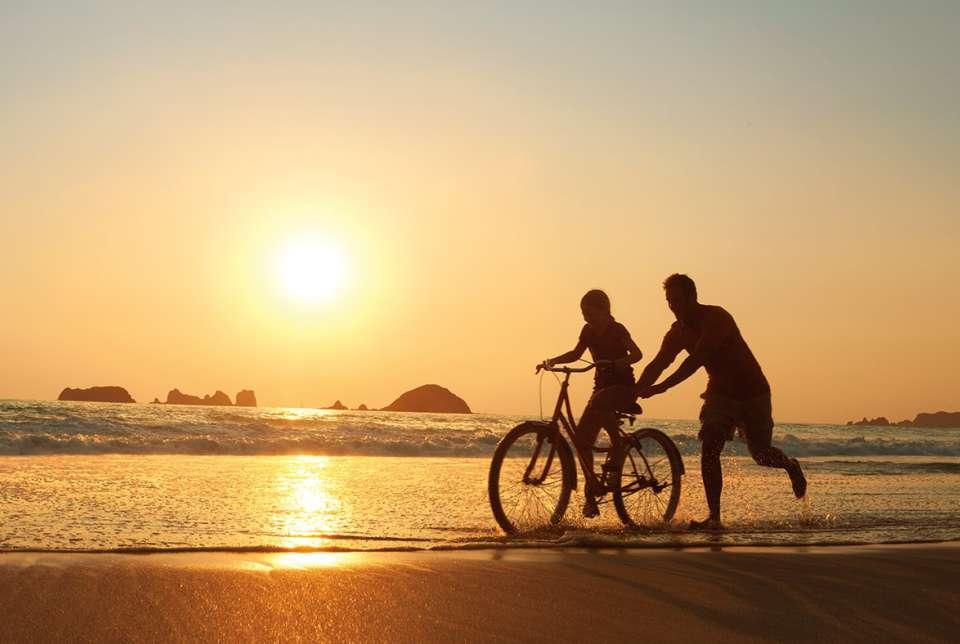 Hotel Sunscape Ixtapa Todo Incluido. ACTIVIDADES DIARIAS, actividades como golf, ping pong y tenis, así como entretenimiento familiar en sus vacaciones en Ixtapa Zihuatanejo Todo Incluido